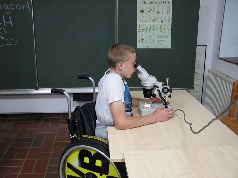 Untersuchung im Labor für Menschen mit Behinderung